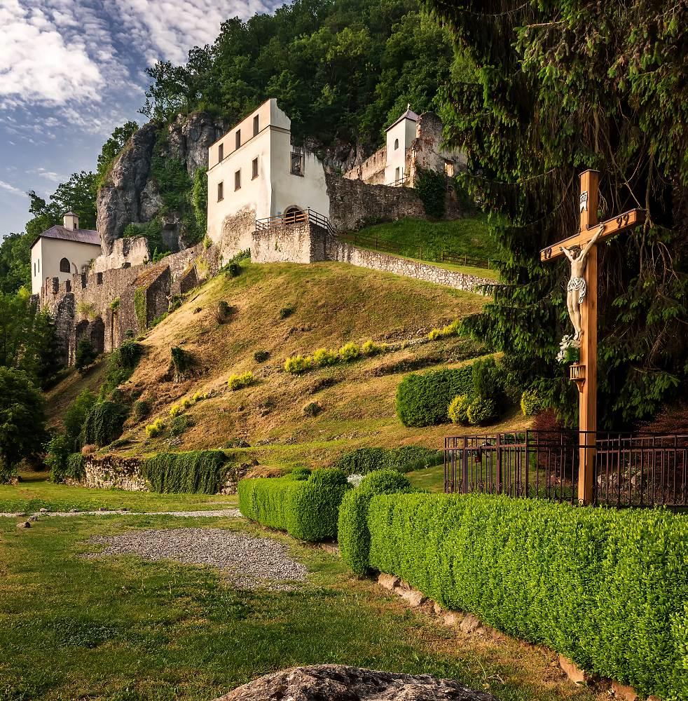 Kostel sv. Jana, Modrá