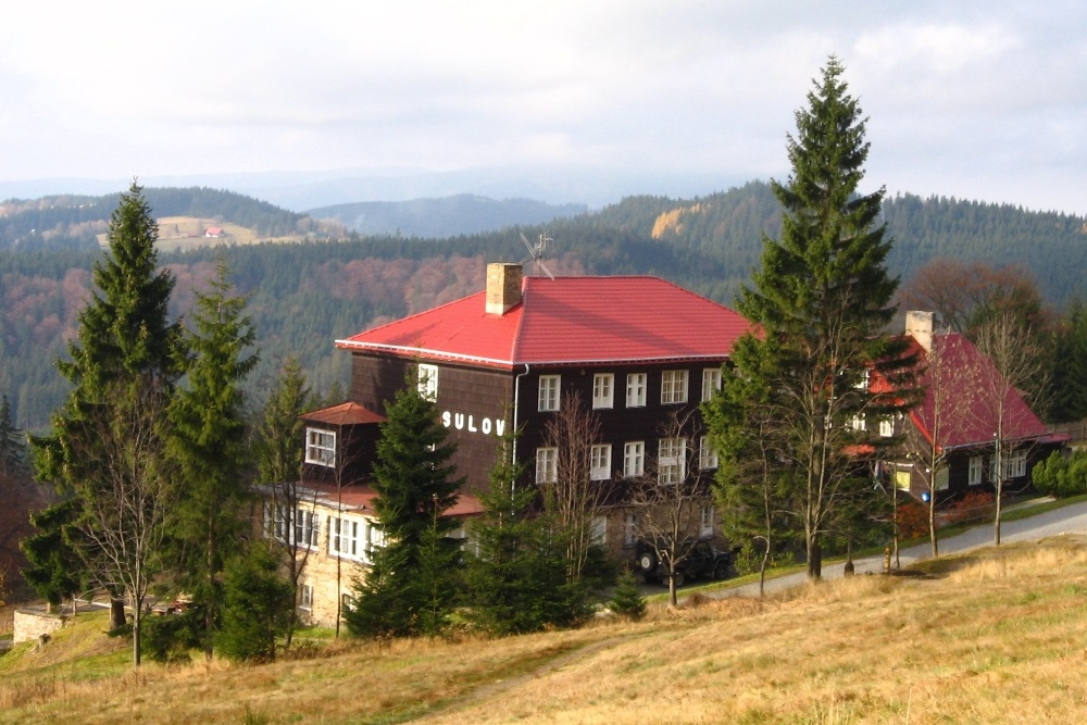 Chata Sulov, Bílý kříž